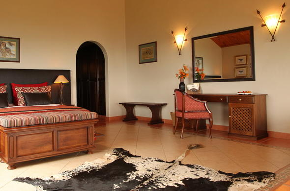 Pakamisa Lodge has a Honeymoon Suite.