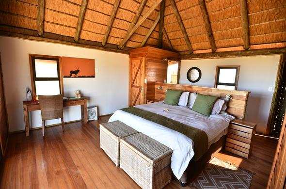 Ta Shebube Rooiputs offers accommodation in cosy bedrooms.