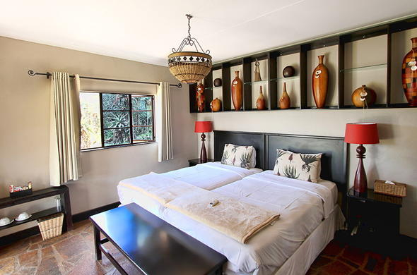 Aloe Lodge offers comfortable Tala Game Reserve accommodation.
